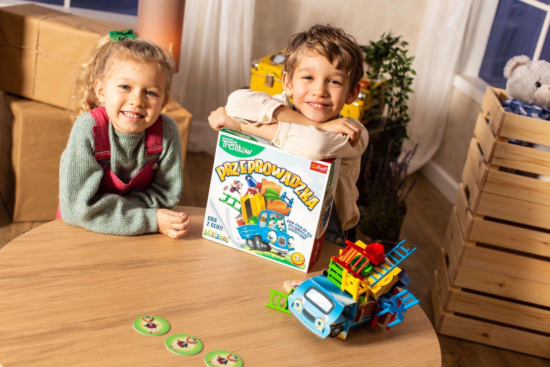 Dzieci grające w Przeprowadzkę
